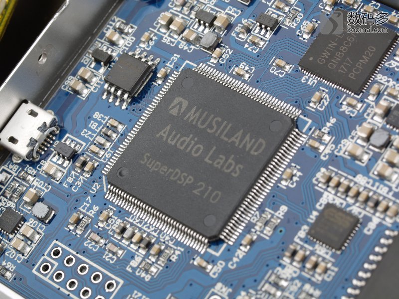 转载自数码多:www.soomal.com 乐之邦Monitor 09/09 Plus的推出节奏速度之快,其实有些出人意料。由于10F被AKM坑惨,Monitor系列中09也成为遗留可用的不多的数字,毕竟11就属于MD系列了,它们的售价也不低,Monitor 09售价为2280元,而Monitor 09 Plus售价为3980元。  乐之邦 Musiland Monitor 09 Plus USB声卡 定位、外观功能与体验改进  乐之邦 Musiland Monitor 09 Plus USB声卡 【注: